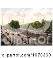 Historical Horse Drawn Carriages And People Riding Horses At Rotten Row In London England Royalty Free Stock Photography