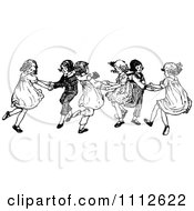 Clipart Retro Black And White Children Dancing - Royalty Free Vector Illustration by Prawny Vintage